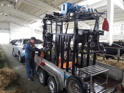 Монтаж гидромагистралей на станке по обработке копыт у КРС