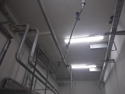 Прокладка гидромагистрали для грузовых лифтов в ресторане